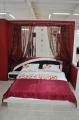 Кровать со вставкой из кожи