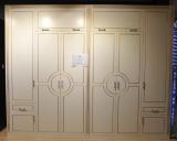 Шкаф с распашными фасадами с фрезой